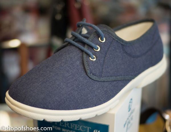 TROON Lightweight laced canvas in EE - 4E  wide fit.